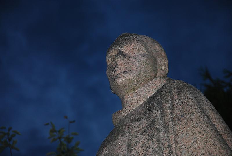 Statue de St Conwoïon, avenue beaumont à Redon